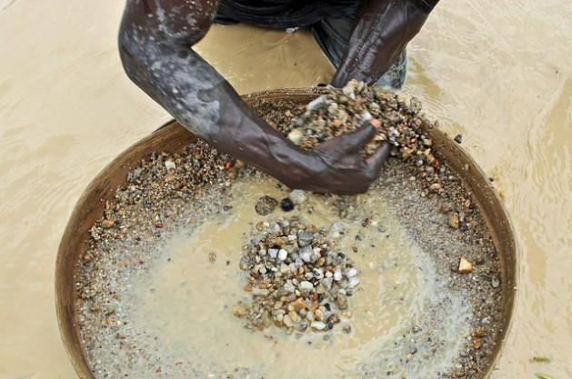 minerais Empresas do Estados Unidos contra exclusão de minerais de guerra