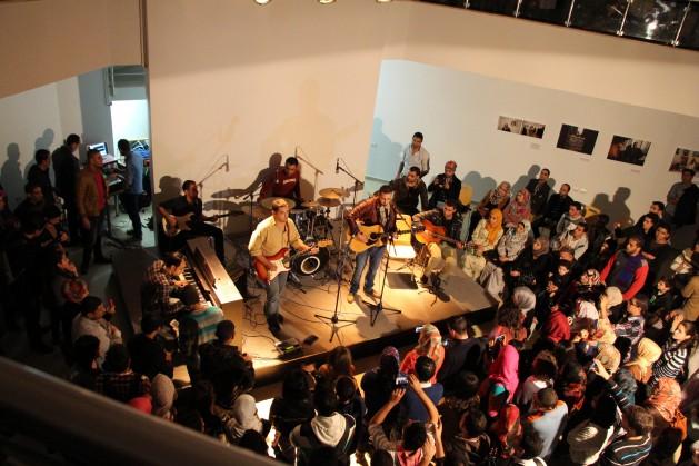 pict 1 629x419 Moradores de Gaza resistem com música