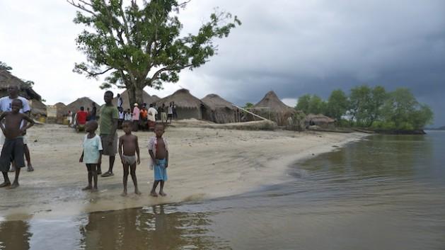 sierraleona Parteiras ajudam a baixar a mortalidade materna em Serra Leoa