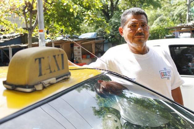 taxista Aposentadoria digna em El Salvador passa por reformar sistema privatizado