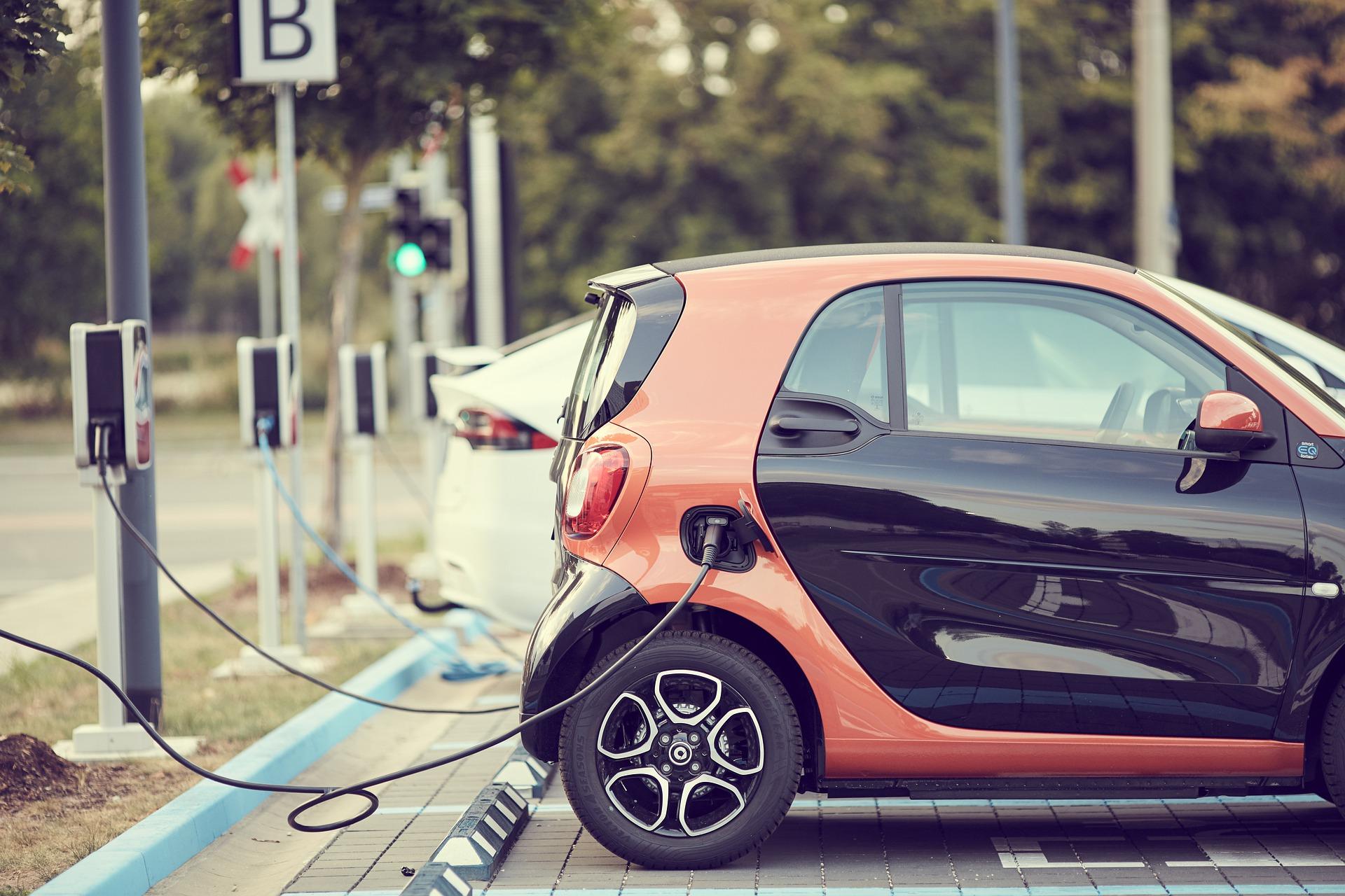 Alheia à pandemia, venda de carros elétricos no mundo cresce 41% em 2020
