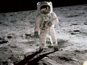 Nesta quarta-feira (20/07), completam-se 47 anos da chegada do homem à Lua. Na foto, o astronauta Buzz Aldrin, piloto do módulo lunar, caminha sobre a superfície da lua. Foto: Nasa
